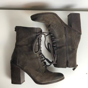 🍁Incredible distressed antique brown heeled boots
